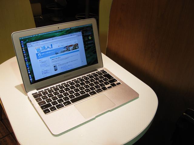 朝まで MacBook Airいじりまくりの画像。