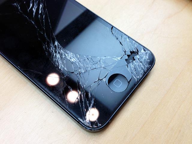 またしても iPhoneのガラスを割りましたの画像。